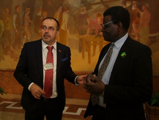 exibition_of_african_art_at_the_hungarian_parliament_hall-orszaggyules_20131206_1619142689.jpg