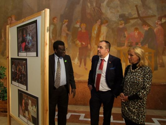 exibition_of_african_art_at_the_hungarian_parliament_hall-orszaggyules_20131206_1709490962.jpg